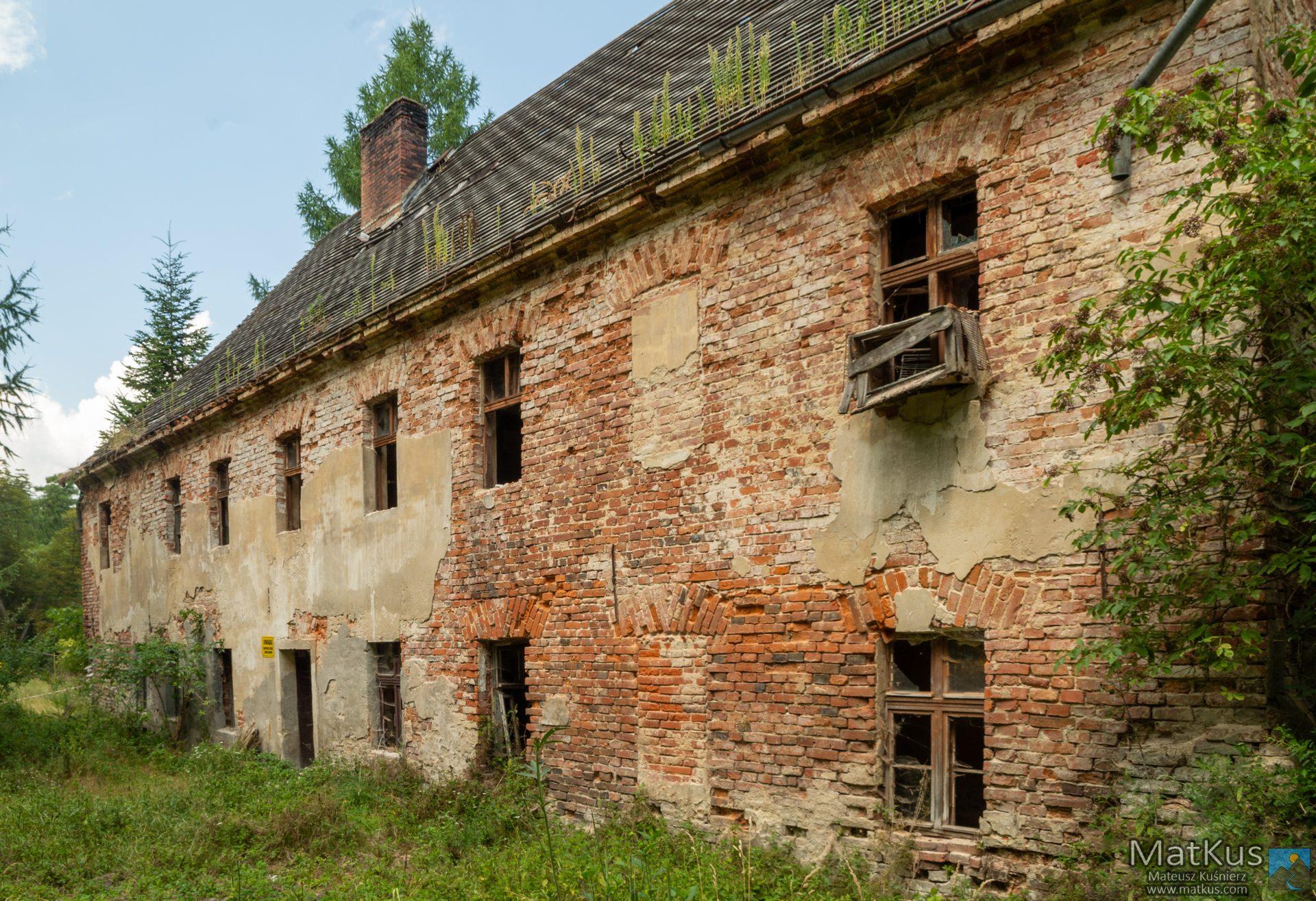 niszczejący budynek w Kamieńcu